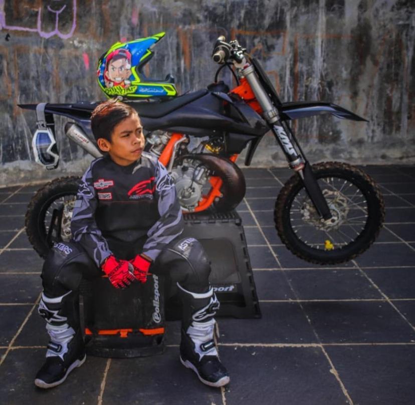 Seperti Tak Punya Rasa Takut, Athar Crosser Cilik Sukses Raih Prestasi di Ajang Motocross Nasional