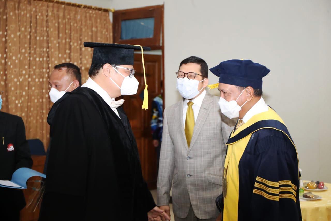 Sukses Tingkatkan Prestasi Wushu Indonesia, Menpora RI Apresiasi Airlangga Hartarto Dapat Gelar Doktor Honoris Causa dari UNNES