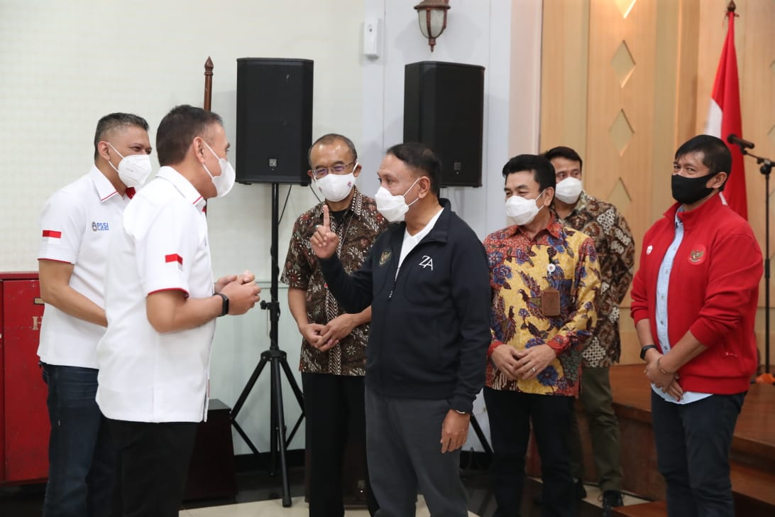 Serahkan Izin Piala Menpora ke PSSI, Menpora Amali Kembali Ajak Masyarakat Nonton di Rumah Saja