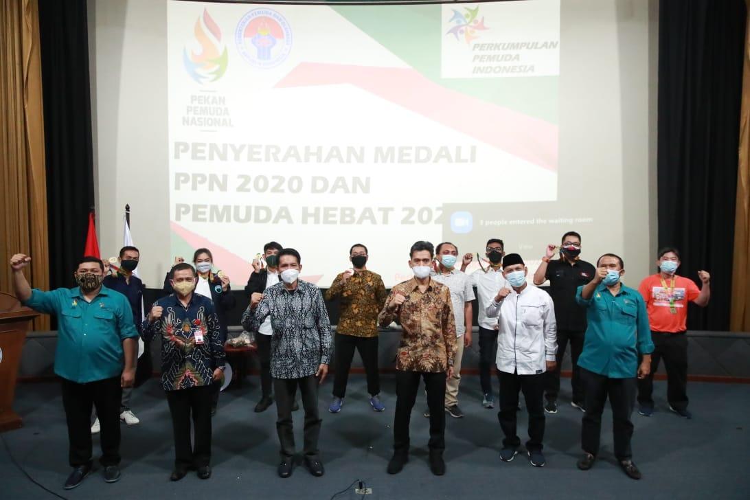 Kemenpora Serahkan Medali PPN 2020 dan Pemuda Hebat 2021