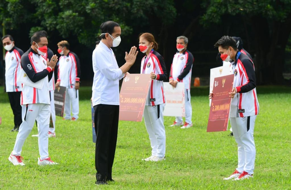 Didampingi Menpora Amali, Presiden Jokowi Berikan Bonus kepada Atlet Peraih Medali di Olimpiade Tokyo 2020