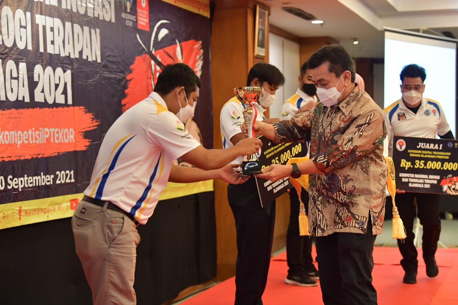 Kemenpora Beri Penghargaan Bagi Para Pemenang Kompetisi Nasional Inovasi dan Teknologi Terapan Olahraga Tahun 2021