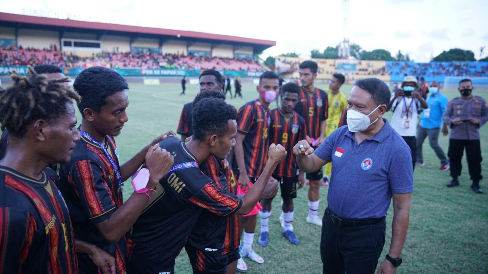 Saksikan Semifinal Sepak Bola Putra PON XX, Menpora: Semua Berjalan Kondusif dan Apresiasi untuk Masyarakat Papua